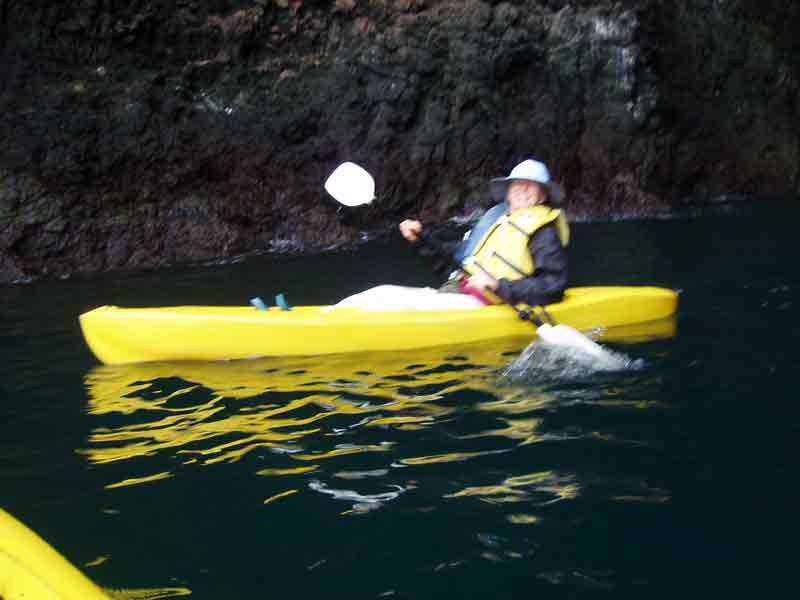 Dorene White plein air painting while kayaking in Channel Islands